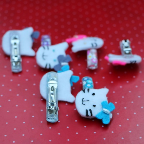 Multicoloured hello kitty felt hair pins